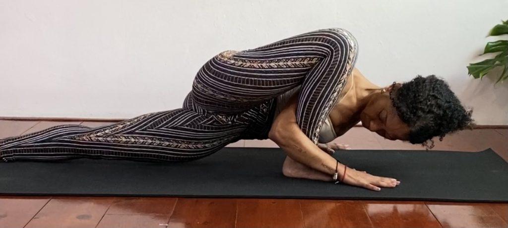 Intens stretch | critical alignment yoga | Iris Reyes