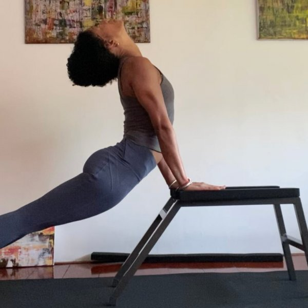 Upward facing dog | Iris Reyes | Critical Alignment | headstander